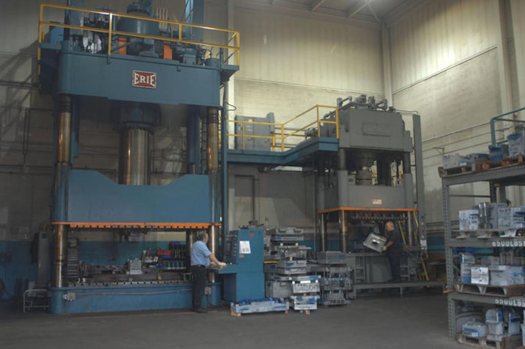 2,000 Ton & 900 Ton Stamping Presses